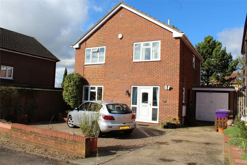 3 Bedrooms Detached House for sale in Weavers Way, Baldock, Hertfordshire