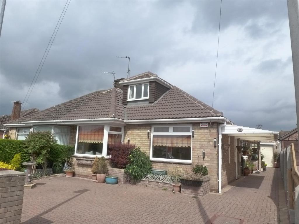 2 Bedrooms Semi Detached Bungalow for sale in Brian Avenue, Cleethorpes