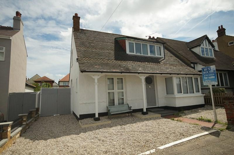 3 Bedrooms Semi Detached House for sale in Nelson Road, Leigh-On-Sea
