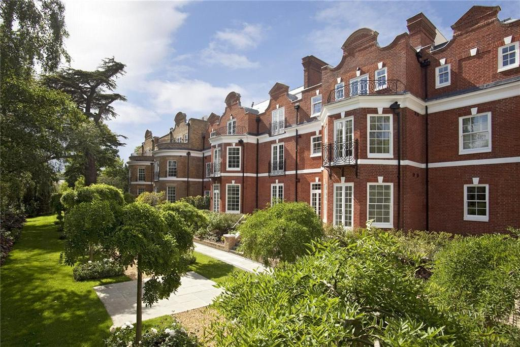3 Bedrooms Flat for sale in Milbourne House, Princess Square, Esher, Surrey, KT10