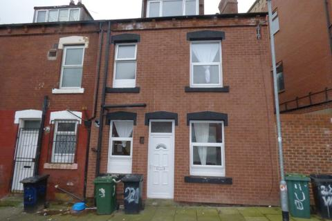 2 bedroom terraced house for sale - Upper Woodview Place, Beeston, LS11 6JZ