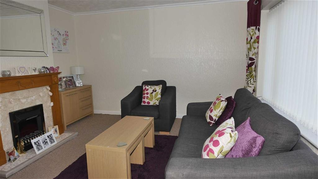 3 Bedrooms Terraced House for sale in Elm Drive, Mold, Mold, Flintshire