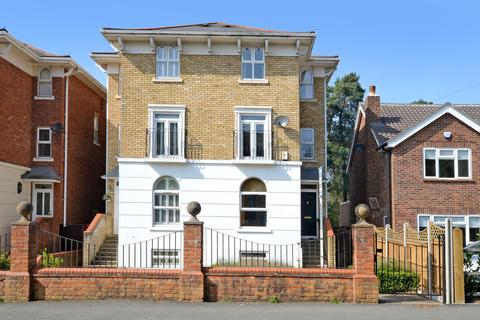 5 bedroom semi-detached house to rent - Camberley, Surrey