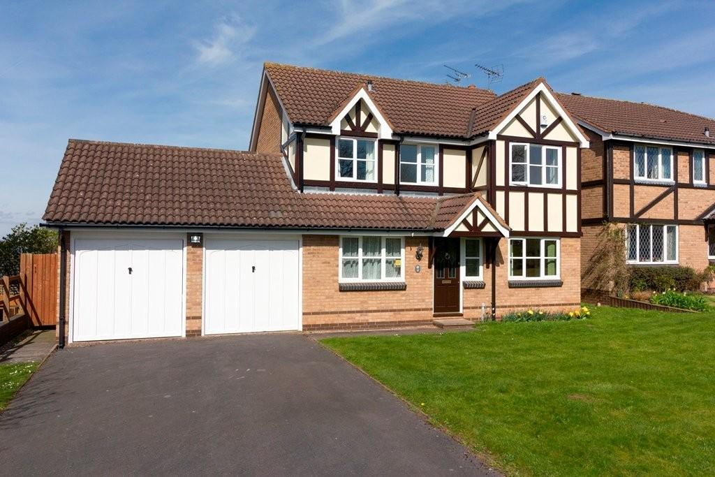 4 Bedrooms Detached House for sale in Ripon Drive, Stafford
