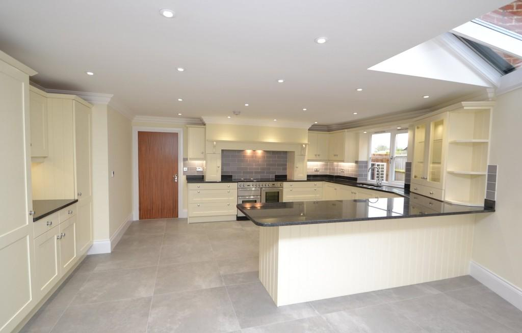 4 Bedrooms Detached House for sale in The Street, Raydon, Ipswich, Suffolk, IP7 5LW