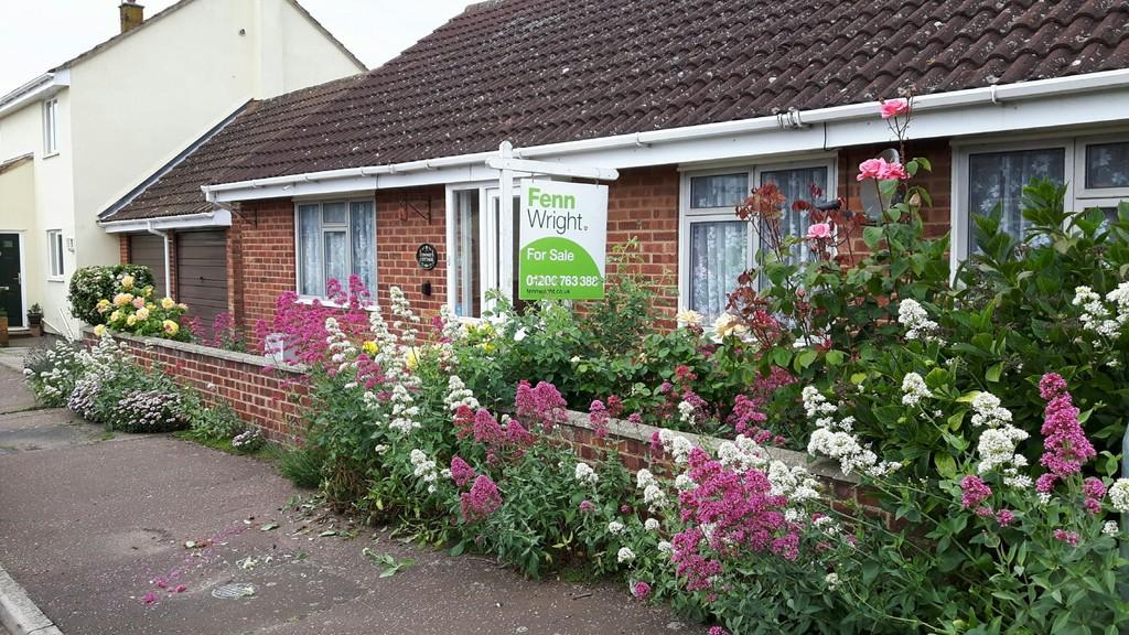 2 Bedrooms Detached Bungalow for sale in Woodfield Drive, West Mersea