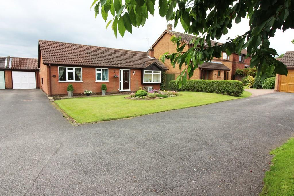 3 Bedrooms Detached Bungalow for sale in The Chestnuts, Long Eaton