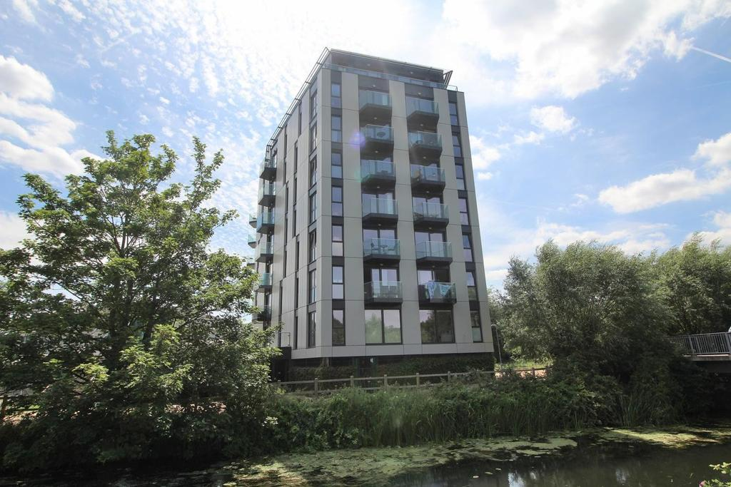 2 Bedrooms Apartment Flat for sale in Century Tower, Shire Gate, Chelmsford, Essex, CM2
