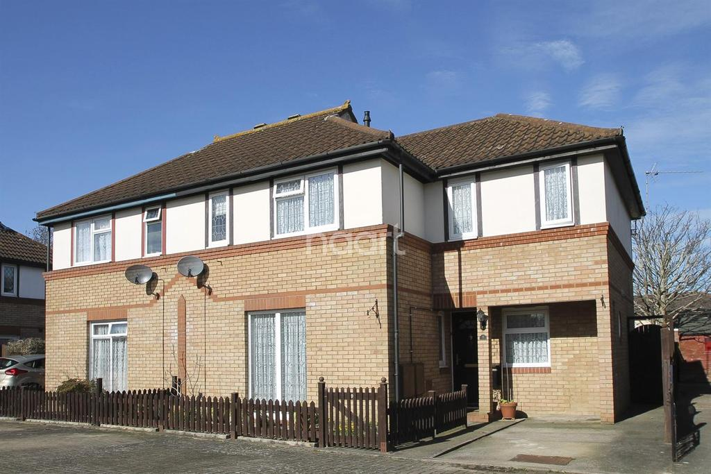 3 Bedrooms Semi Detached House for sale in Two Mile Ash