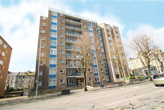 2 Bedrooms Flat for sale in Marlborough Court, The Drive, Hove