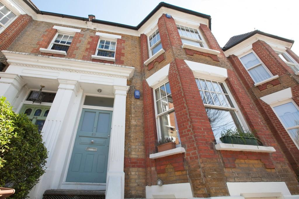 3 Bedrooms Maisonette Flat for sale in Forburg Road, London