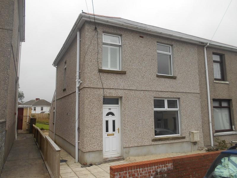 3 Bedrooms Semi Detached House for sale in School Road, Dyffryn Cellwen, Neath, Neath Port Talbot.