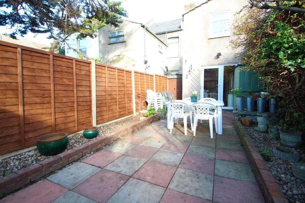 3 Bedrooms Terraced House for sale in Gordon Road, London, E15