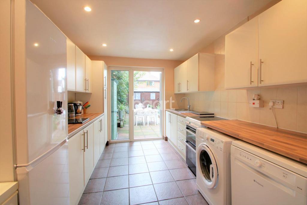 3 Bedrooms Terraced House for sale in Gordon Road, Stratford, London, E15