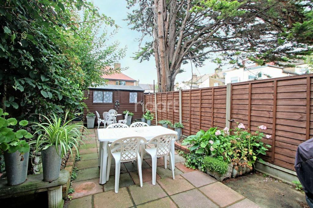 3 Bedrooms Terraced House for sale in Gordon Road, Stratford, London, E15