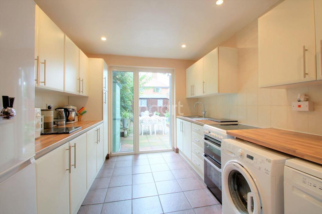 3 Bedrooms Terraced House for sale in Gordon Road, Leyton, London