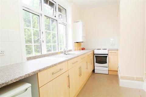 Studio to rent - Midanbury Lane