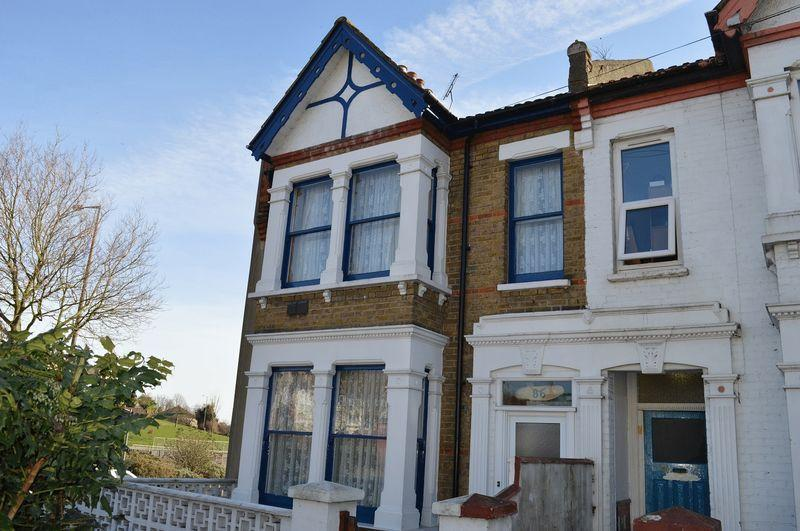 4 Bedrooms End Of Terrace House for sale in Heygate Avenue, Southend-On-Sea