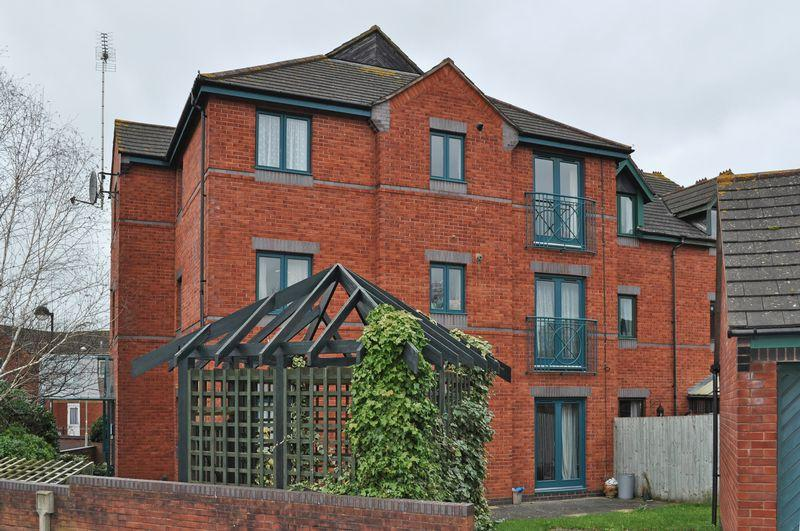 2 Bedrooms Flat for sale in HAVEN BANKS