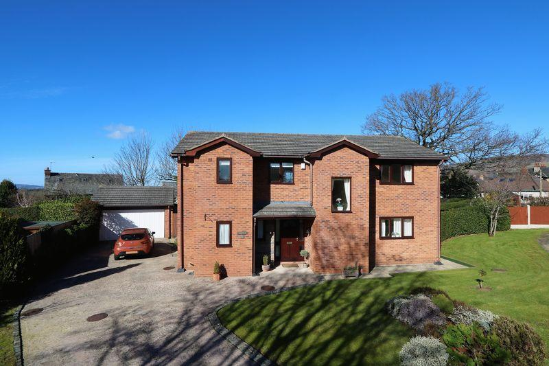 4 Bedrooms Detached House for sale in Maes Hyfryd, Ruthin