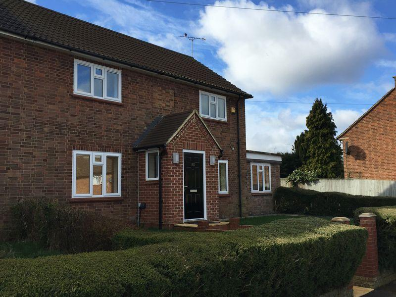 3 Bedrooms Semi Detached House for sale in Candlemas Mead, Beaconsfield
