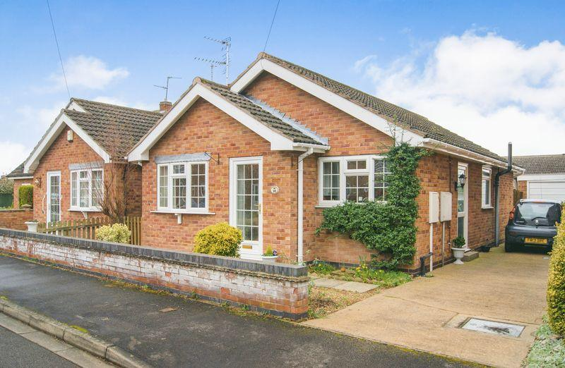 2 Bedrooms Detached Bungalow for sale in Peterborough Road, Collingham