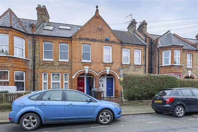 2 Bedrooms Flat for sale in Hitcham Road, Walthamstow