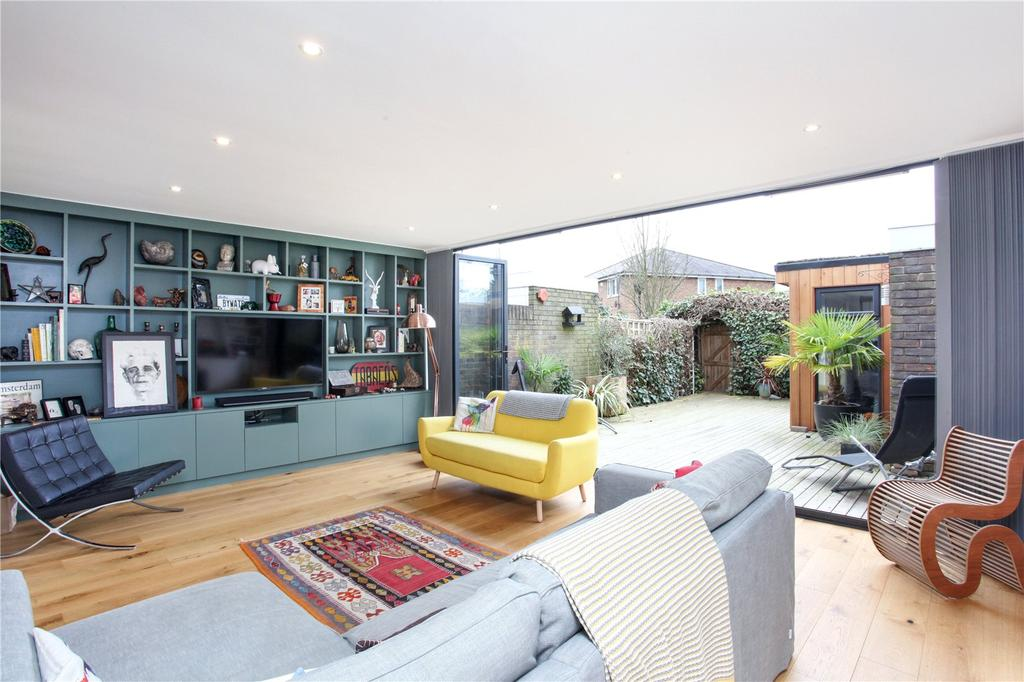 3 Bedrooms Terraced House for sale in Edinburgh Gardens, Windsor, Berkshire, SL4