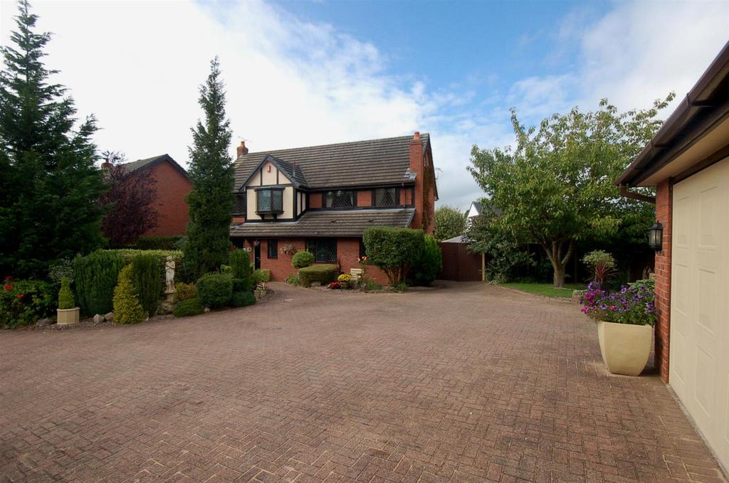 6 Bedrooms Detached House for sale in Yew Tree Court, Alsager