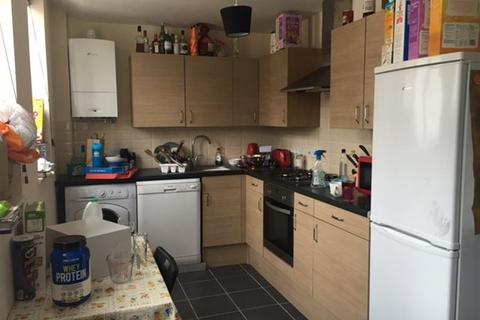 3 bedroom flat to rent - STUDENT PROPERTY.