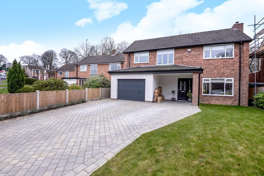 4 Bedrooms Detached House for sale in ELMETE DRIVE, LEEDS, LS8 2LA