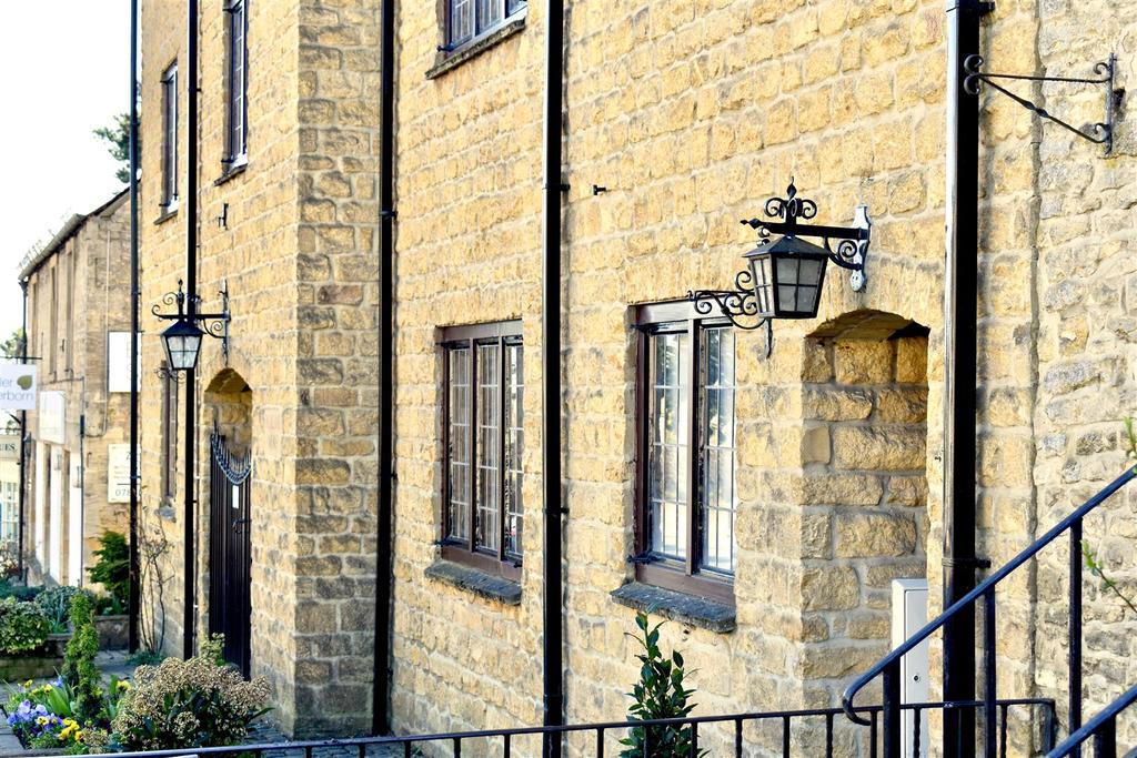 2 Bedrooms Mews House for sale in Stow On The Wold