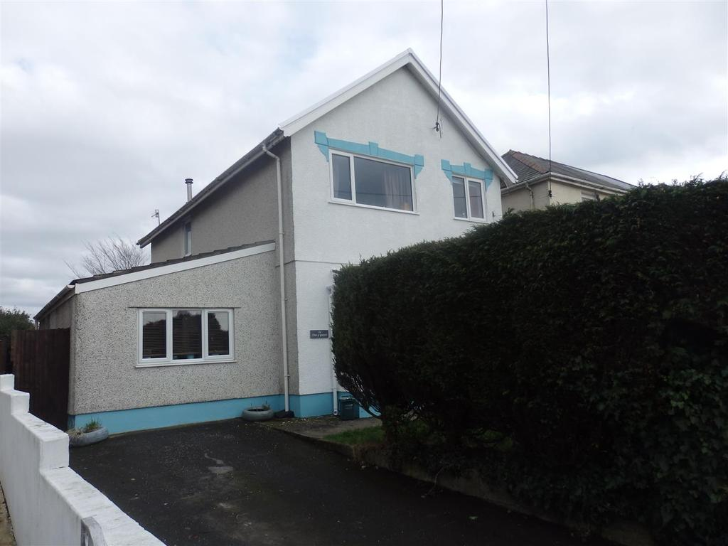 4 Bedrooms Detached House for sale in Trallwm Road, Llwynhendy, Llanelli