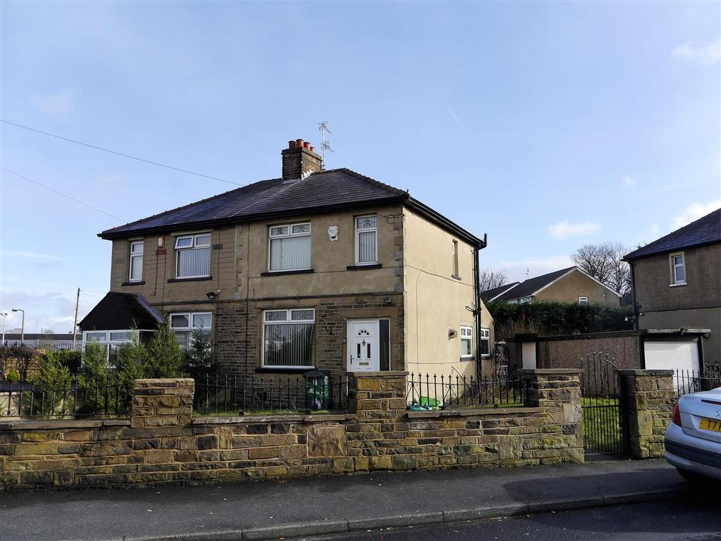 3 Bedrooms Semi Detached House for sale in Runswick Grove, Bankfoot, Bradford, BD5 8LS