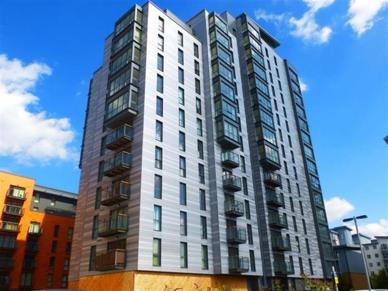 2 Bedrooms Flat for sale in Lexington ,Railway Terrace, Slough, Berkshire. SL2 5GQ