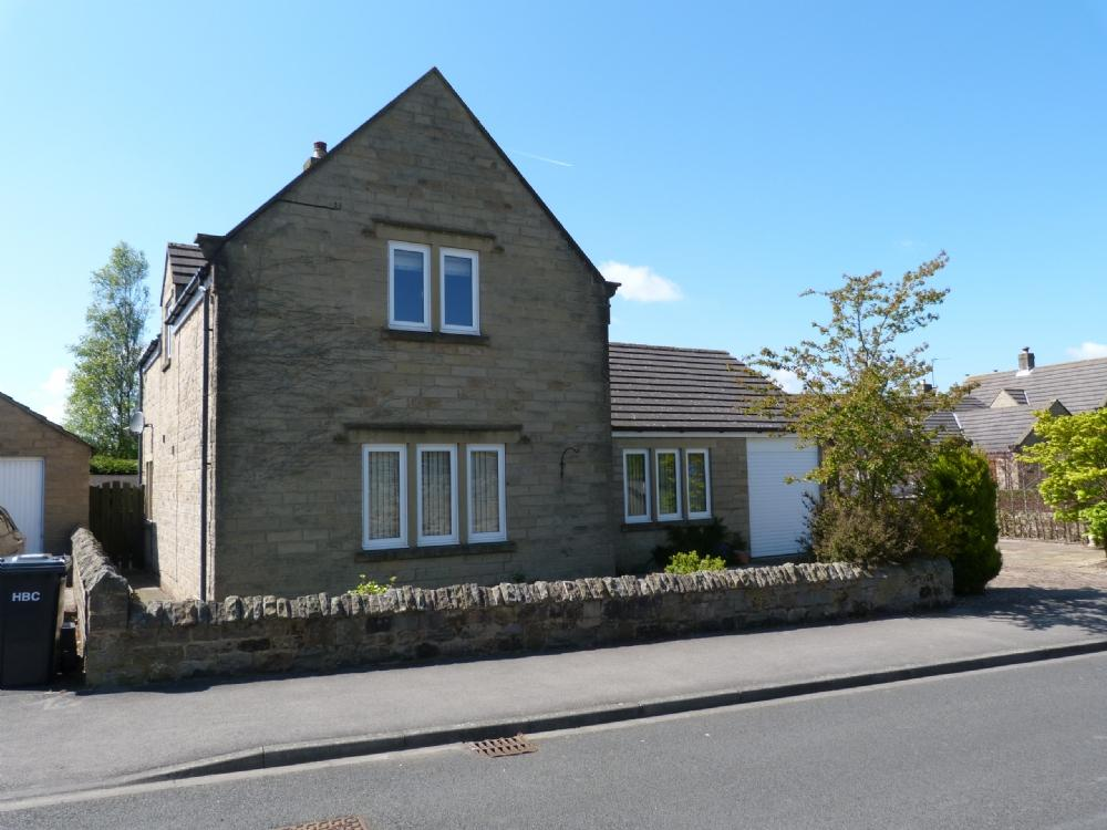 3 Bedrooms Detached House for sale in 1 Manor Court, Kirkby Malzeard, Ripon HG4 3RP