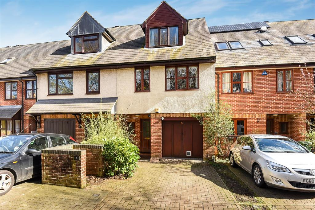 4 Bedrooms Terraced House for sale in Marlborough Court, West Oxford
