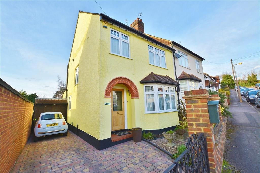 3 Bedrooms Semi Detached House for sale in Cross Road, Bushey, Hertfordshire, WD19