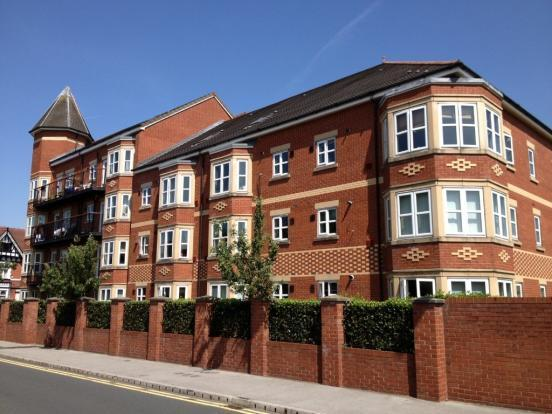 3 Bedrooms Apartment Flat for sale in Russell Place, Sale, Manchester M33