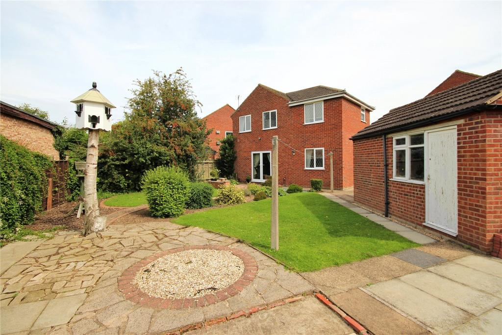 4 Bedrooms Detached House for sale in Picksley Crescent, Holton le Clay, DN36