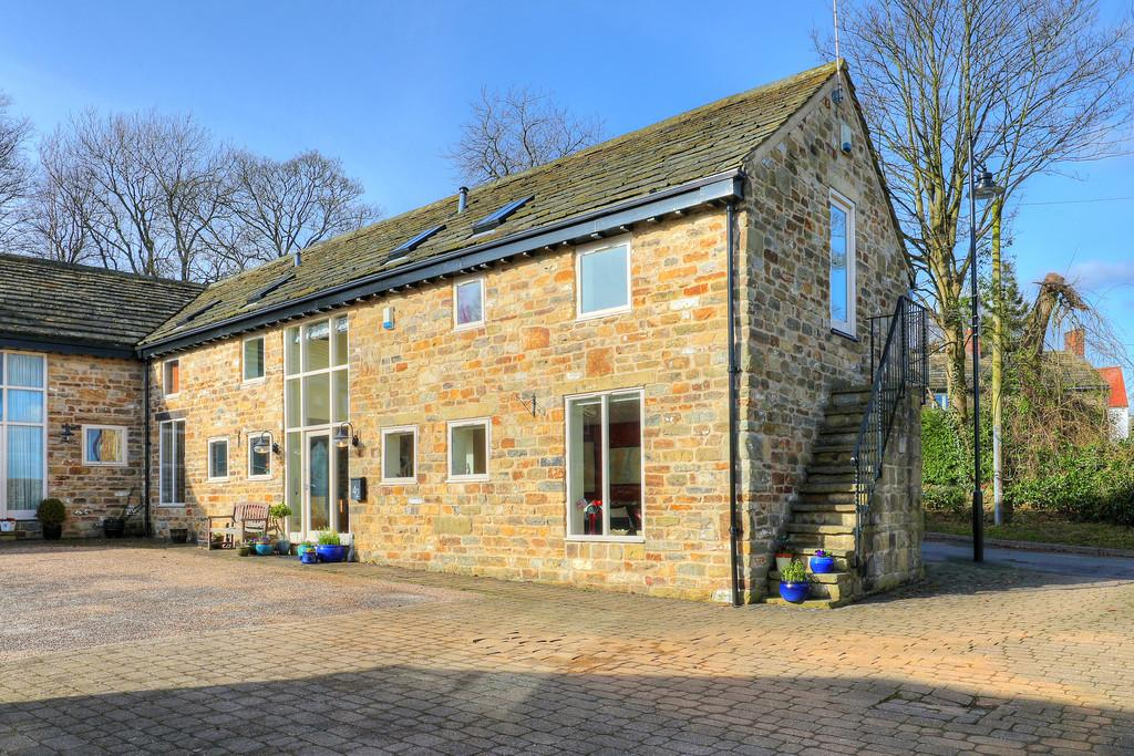 3 Bedrooms Barn Conversion Character Property for sale in Nab Farm, 42 Savage Lane, Dore, Sheffield, S17 3GW