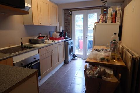 4 bedroom house to rent - 83 Caernarfon Road