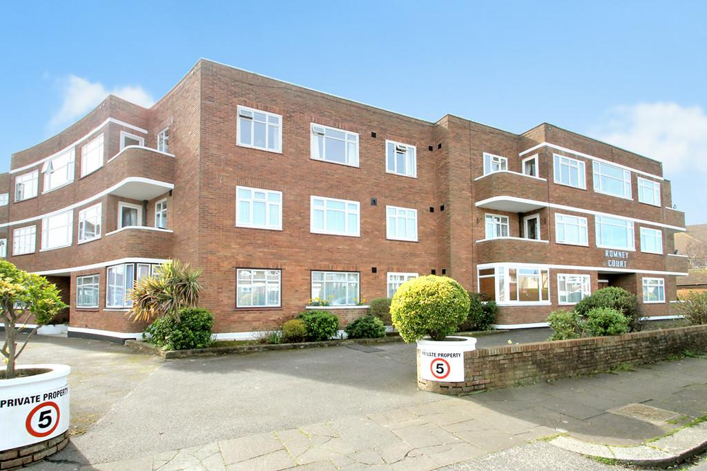 3 Bedrooms Apartment Flat for sale in Romney Court, Winchelsea Gardens, Worthing