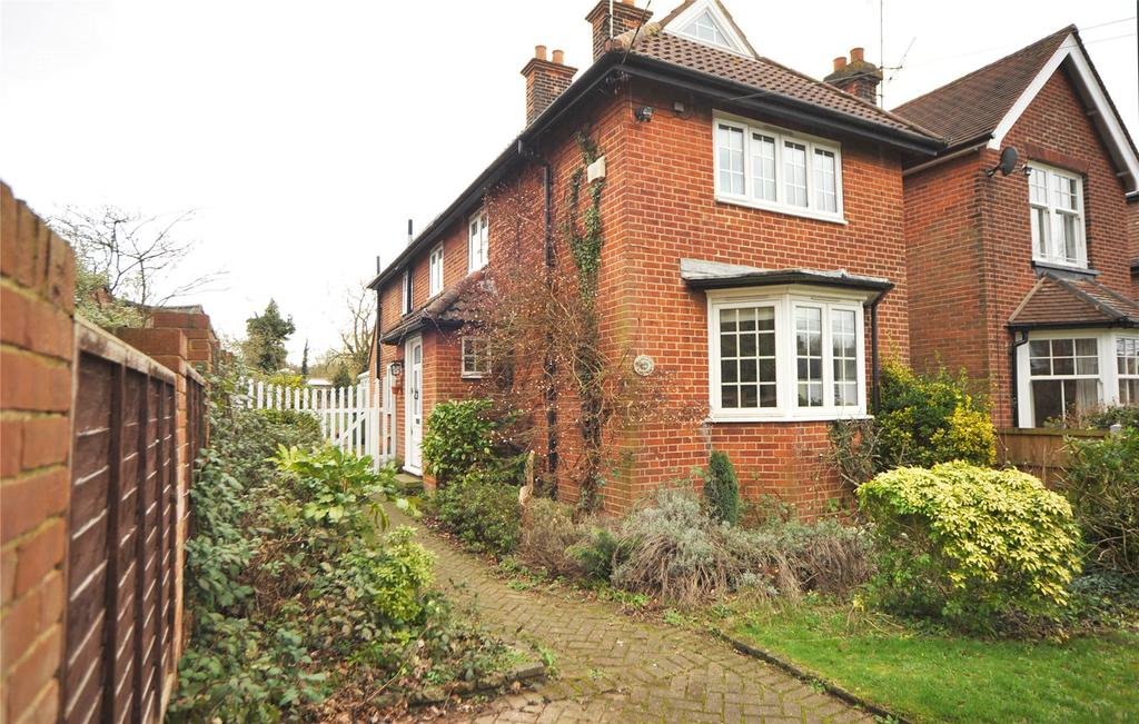 3 Bedrooms Detached House for sale in Fryerning Lane, Ingatestone, Essex, CM4