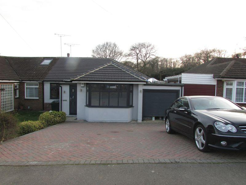 4 Bedrooms Semi Detached Bungalow for sale in Summerhouse Drive, Joydens Wood