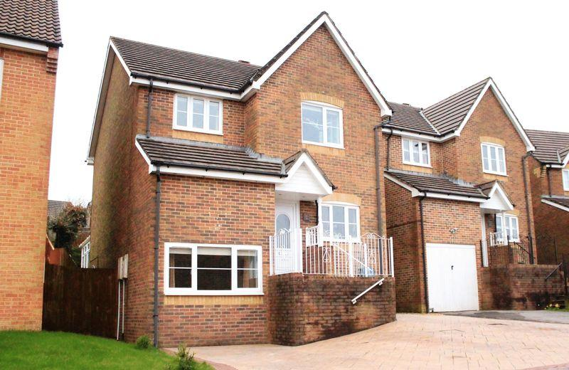 4 Bedrooms Detached House for sale in Beech Wood Drive, Tonyrefail CF39 8JL