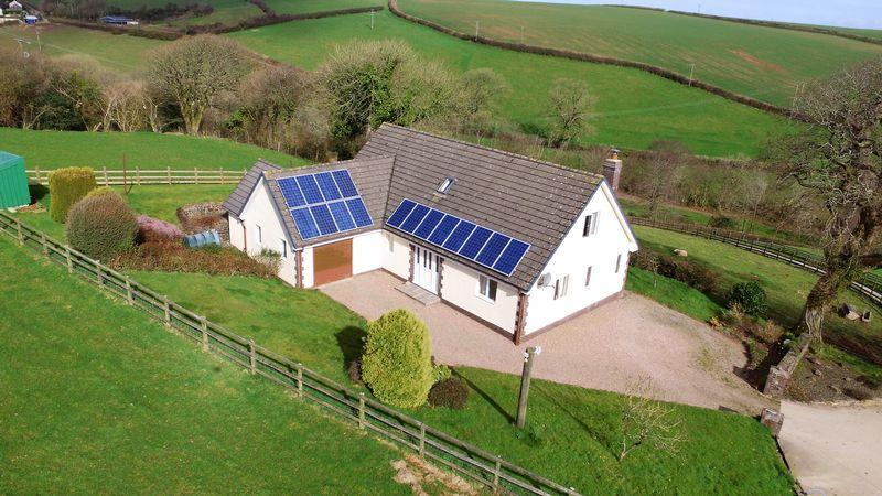 4 Bedrooms Bungalow for sale in Parkham, Bideford