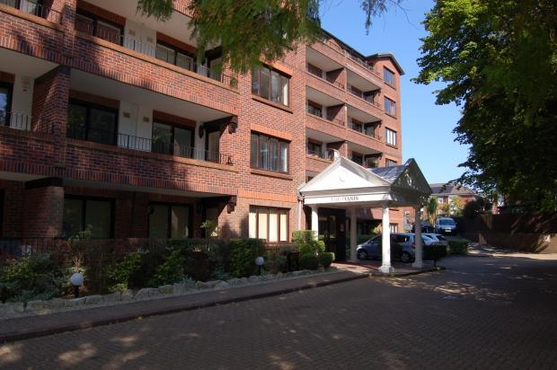 2 Bedrooms Apartment Flat for sale in The Oasis Lindsay Road, Branksome Park, Poole, BH13