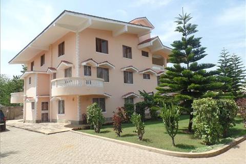 7 bedroom house  - Kikambala