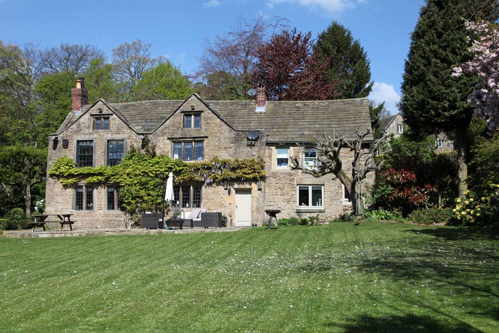 6 Bedrooms Detached House for sale in The Dower House Cottage, Cutthorpe, Derbyshire, S42